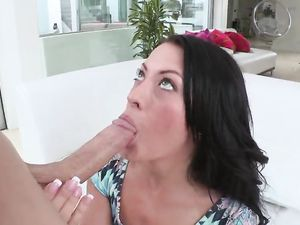Hottie And A Big Cock In A Girl On Top Scene