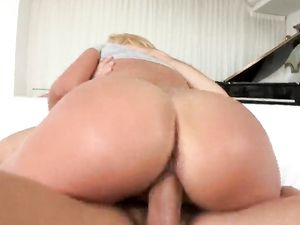 Young Latina Carmen Caliente Gets A Hot Facial